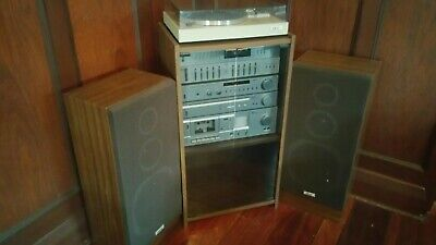 Akai Hi-Fi Stereo with Teak Cabinet and Speakers in Good Condition