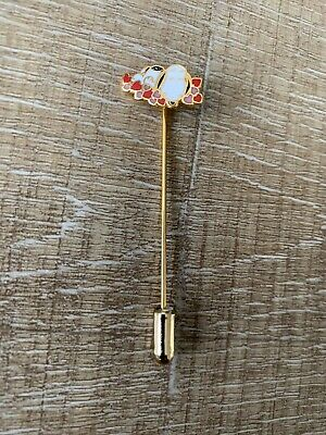 Snoopy Stick Pin Goldtone Enamel Snoopy Laying In hearts United Feature