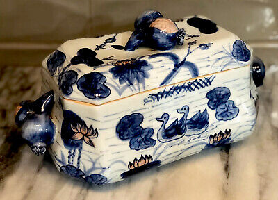 Chinese Blue and White Duck Lidded Porcelain Box