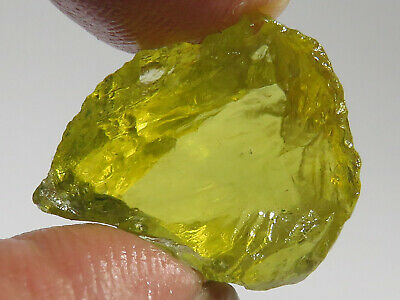 29.6 cts FLAWLESS ORO VERDE CITRINE FACET ROUGH, BRAZIL.