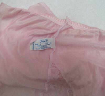 GORGEOUS 70s VTG VANITY FAIR PINK NYLON LACE PANTIES. MADE IN USA. SZ. 5