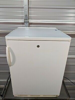 Fisher Scientific 97-920-1 Undercounter Refrigerator /  5.6 cu. ft /  TESTED