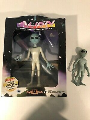 Alien Lifeform with Panoramic Display by Shadowbox Collectibles Street Players