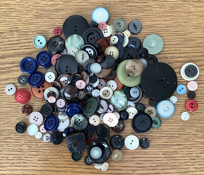 Job Lot Round 9mm Size 14 x 60 4 Hole Lilac Cream Royal Blue Buttons
