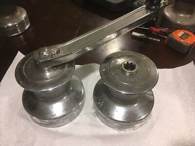 NICE PAIR OF HEAVY DUTY LEWMAR 40 2 SPEED BRONZE  WINCHES with handle