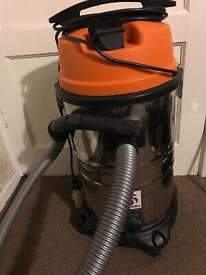 Wet & Drypro 120v Industrial Wet And Dry Vacuum Cleaner.
