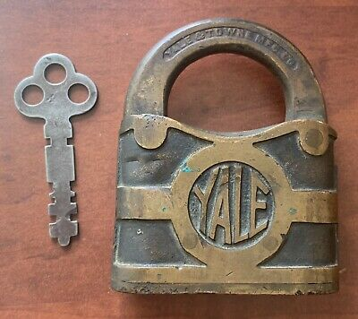 """Vintage Heavy Yale And Towne Brass Padlock Lever LockWith Original Key 3"""" Y&T"""