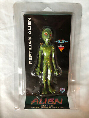 Shadowbox Reptilian Alien Set 2 with Trading Card. Sealed.