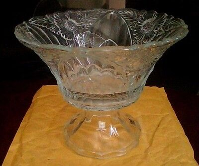 crystal pedastal/centerpiece/good condition/nice!
