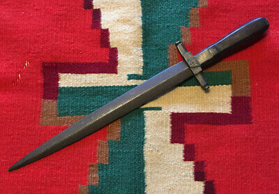 Outstanding early 19th century colonial Spanish horn handled spear point dagger