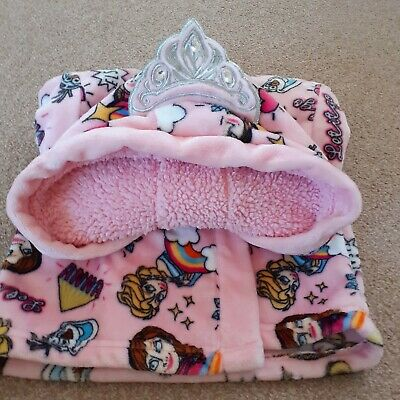 Disney dressing gown and slippers,age 6 size 9, gorgeous!