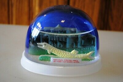 Vtg Snow Dome Globe National Fishing Hall of Fame Hayward WI Snowdome Snowglobe