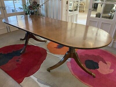 Oval mahogany dining table - Extending