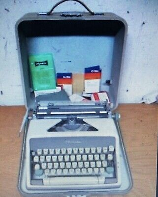 Olympia Vintage manual typewriter 1962(?) SM7 collectible working with case.read