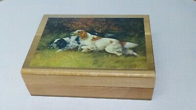 Vintage wood box with English Setters