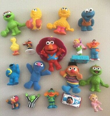 LOT 18 Sesame Street Figures Kermit Henson Ernie Piggy Cookie finger puppet Toy