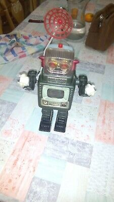 Battery Operated TELEVISION SPACEMAN Robot Tin Toy