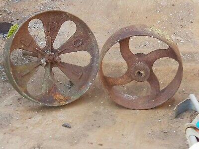 Lovely Antique Cast Iron Four Spoke Pulley Wheel.great Garden Feature.