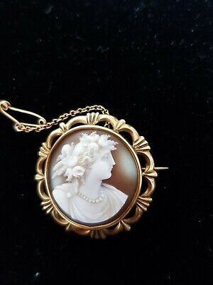 Beautiful Victorian A 9-carat yellow-gold carved cameo brooch and chain