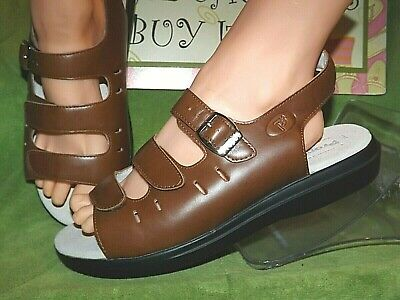 New Women/'s Propet #W0001 Brown Leather Comfortable Casual Sandals