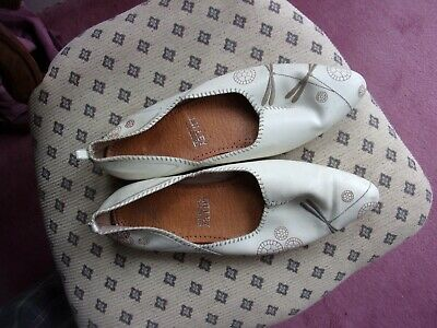 Vintage Lilley And Skinner Hand Made Shoes. Size 8
