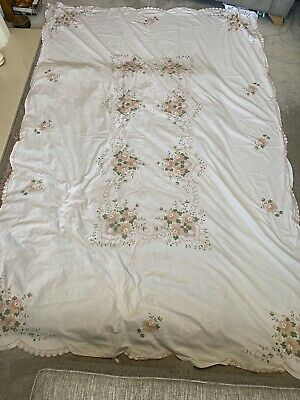 White Embroidered Table Cloth with 12 Napkins