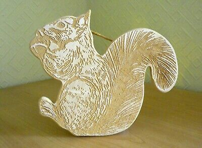 SQUIRREL Wooden Wall Hanging 16 x 13 cm with etched squirrel