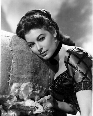 """ZZ-808 AVA GARDNER ON THE SET OF /""""ONE TOUCH OF VENUS/"""" 8X10 PUBLICITY PHOTO"""