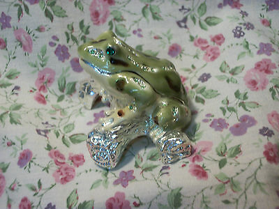 New Jeweled Light Gr Frog Hinged Porcelain Painted Box