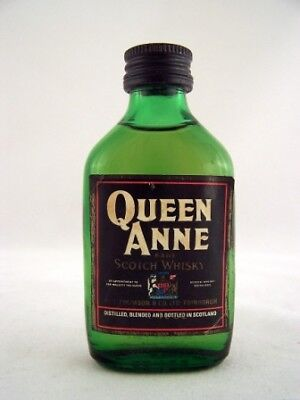 Miniature circa 1966 QUEEN ANNE Scotch Whisky Isle of Wine