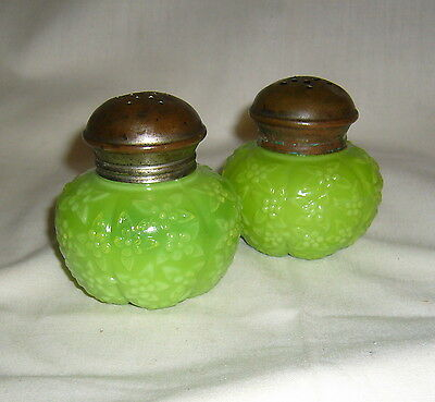 ANTIQUE CHALLINOR OPALWARE EAPG FORGET ME KNOT OLIVE GREEN SALT PEPPER SHAKERS