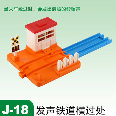 Tomy Scene Part J-18 Small Sound Road Crossing - Orange 644675