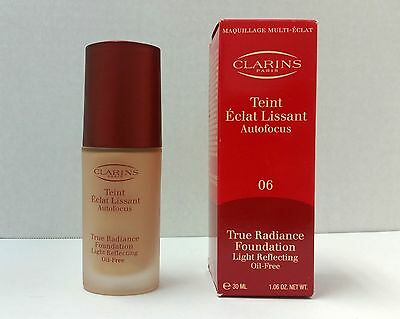 CLARINS Lot F TRUE RADIANCE FOUNDATION Light Reflecting Oil-Free Praline 06 NNB
