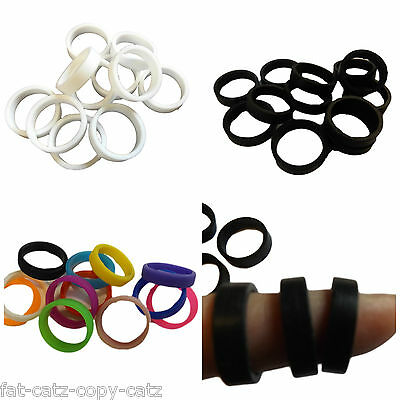 12x COLOURFUL BLACK or WHITE UNISEX FASHION RUBBER SILICONE FINGER BAND RINGS UK
