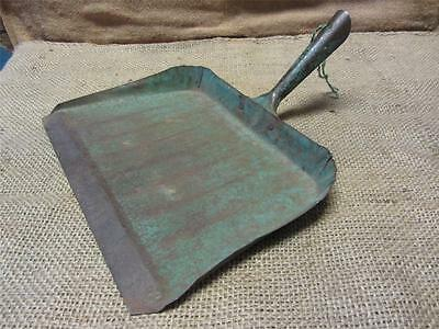Vintage Metal Dust Pan > Antique Old Bucket Basket Shabby Kitchen Iron 7533