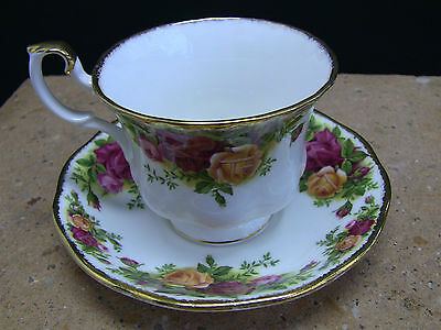"""Royal Albert Old Country Roses Cups and Saucers 3 1/2"""" - England - Set of 4"""