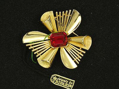 STRIKING VINTAGE 60s CROWN TRIFARI SCROLLS AND SPOKES with FAUX RUBY PIN BROOCH