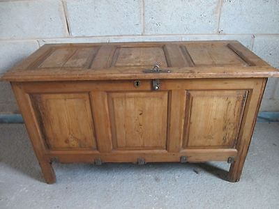 Rare 18th/19th Century Pitch pine 3 panel coffer/chest (ref 1247)