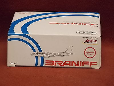 Dragon Jet-X JX067 Braniff International A320  diecast model  1:400 Scale Red/Bl