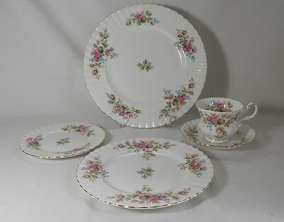 Royal Albert England Moss Rose - 5 Piece Place Setting (Noticeable Utensil Mark)
