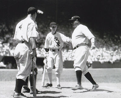 BABE RUTH / LOU GEHRIG  NEW YORK YANKEES  VINTAGE ACTION  8x10