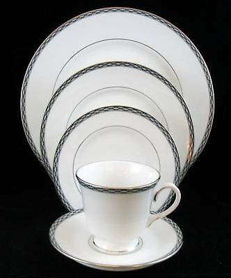 Royal Worcester FRANCESCA PLATINUM 5 Piece Placesetting VERY GOOD CONDITION