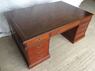 Superb quality panelled Mahogany large Partners pedestal desk (ref 062)