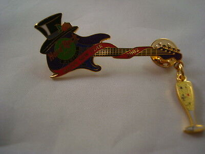MEMPHIS HAPPY NEW YEAR TOP HAT 2002 GUITAR LIMITED HARD ROCK CAFE PIN