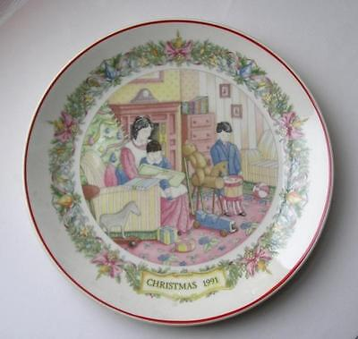 Wedgwood Christmas Traditions Plate 1991 OPENING GIFTS