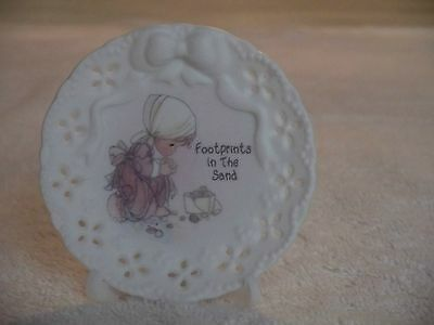 "Precious Moments Minature Plate  ""Footsteps in the Sand"" 1995"