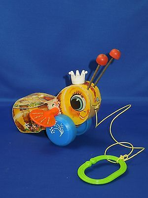Vintage Fisher Price Queen Buzzy Bee #444 Wooden Pull Toy