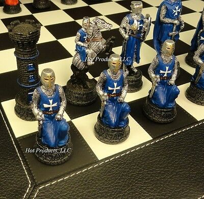 MEDIEVAL TIMES CRUSADES WARRIOR RED & BLUE Chess Set BLACK FAUX LEATHER BOARD