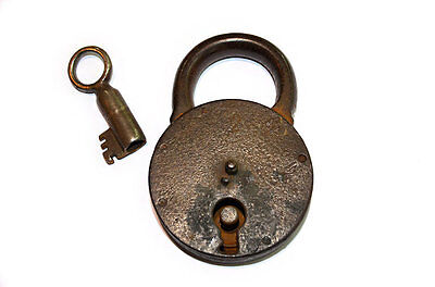 lucchetto in ferro antico con chiave antique iron padlock with key originale