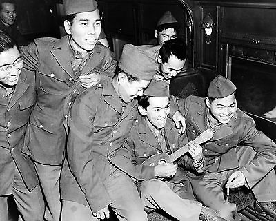 1943 JAPANESE AMERICAN US ARMY SOLDIERS SHIP OUT PHOTO